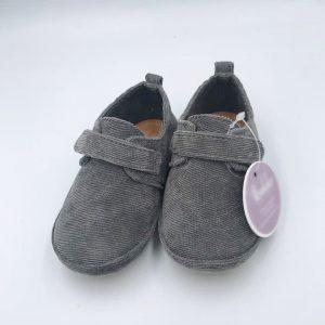 Zapato gris de pana